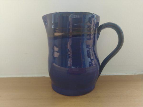 Modrý džbánek z keramiky